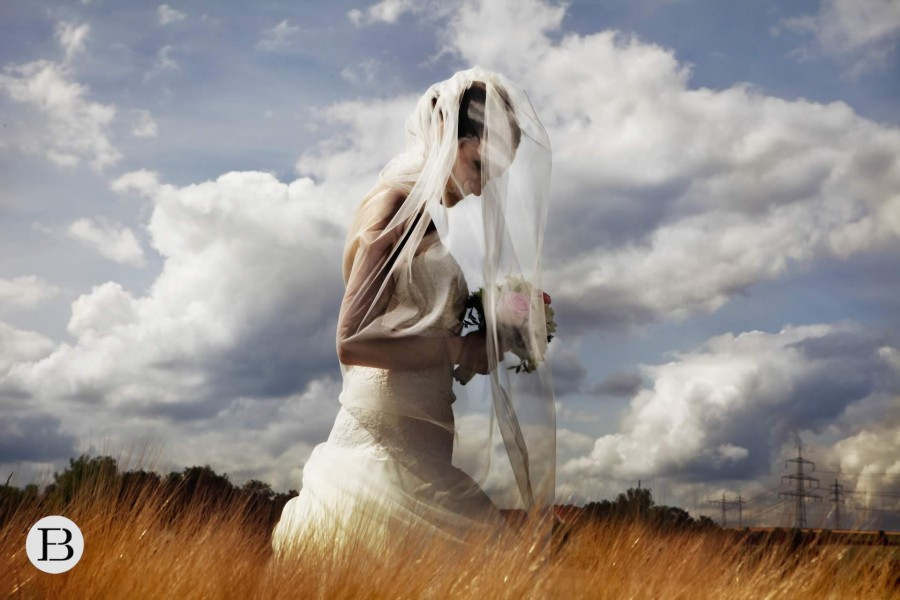 Braut im Weizenfeld